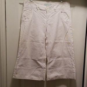 American Eagle womans white Jean capris size 4
